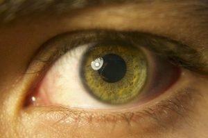 immagine di un occhio verde