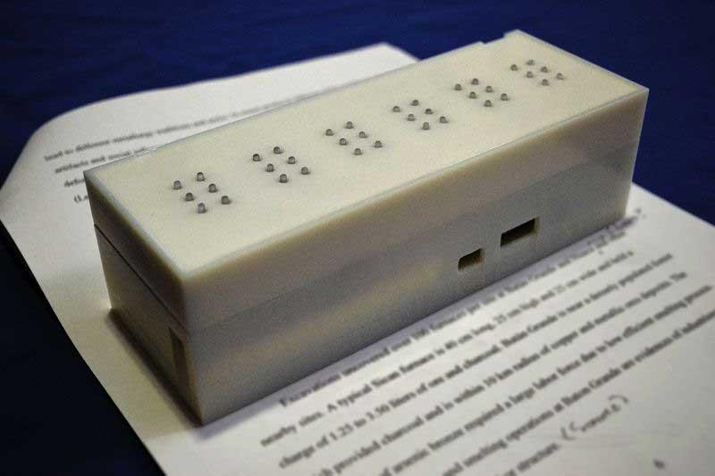 Un traduttore di braille per aiutare i non vedenti a leggere documenti e libri
