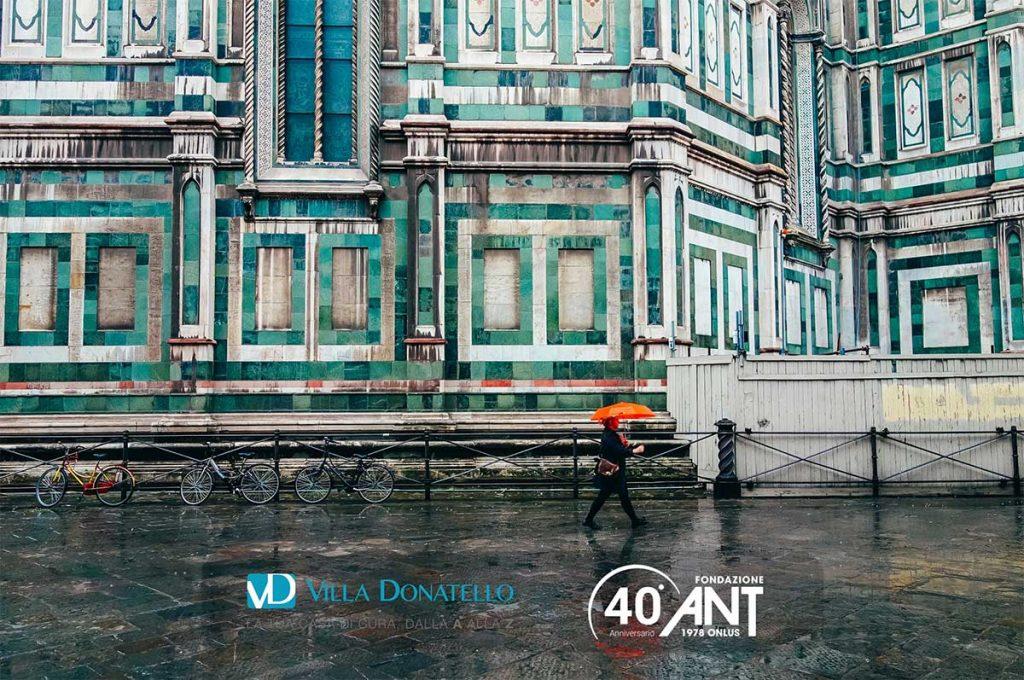 un dettaglio di Santa Maria Novella con la pioggia