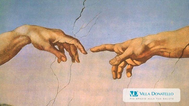 """il famoso """"tocco delle dita"""" del Giudizio Universale di Michelangelo"""
