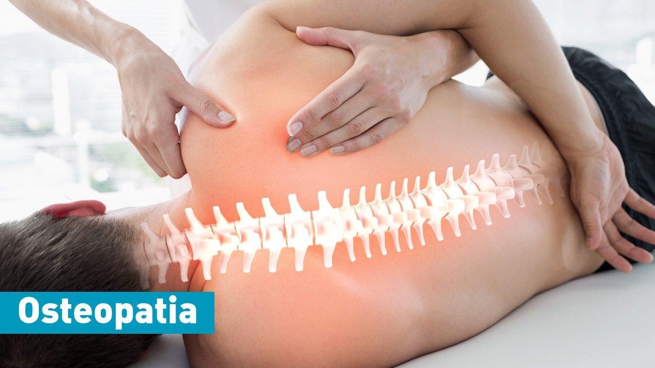un paziente visto di schiena dove viene messa in evidenza la spina dorsale